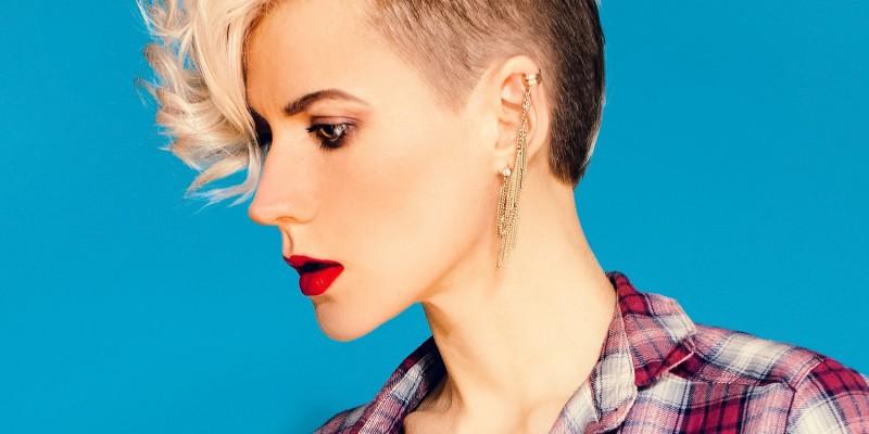 Angesagter Sidecut-Haarschnitt