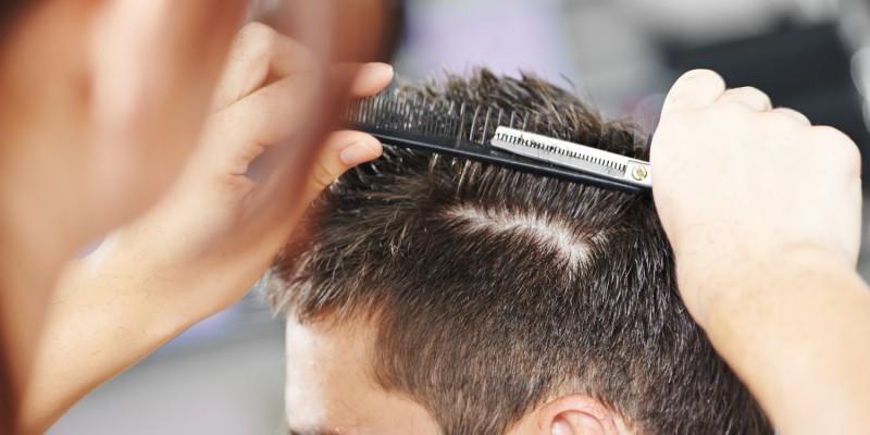 Haarschnitt beim Friseur